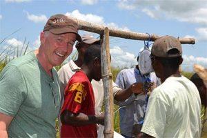 Робърт Уъркман основава хуманитарната фондация TIFIE
