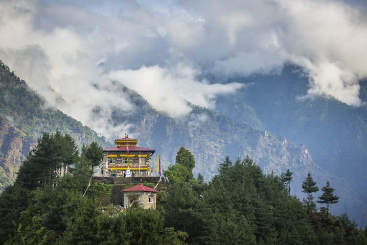 Манатир на хълма, Непал, Solar life